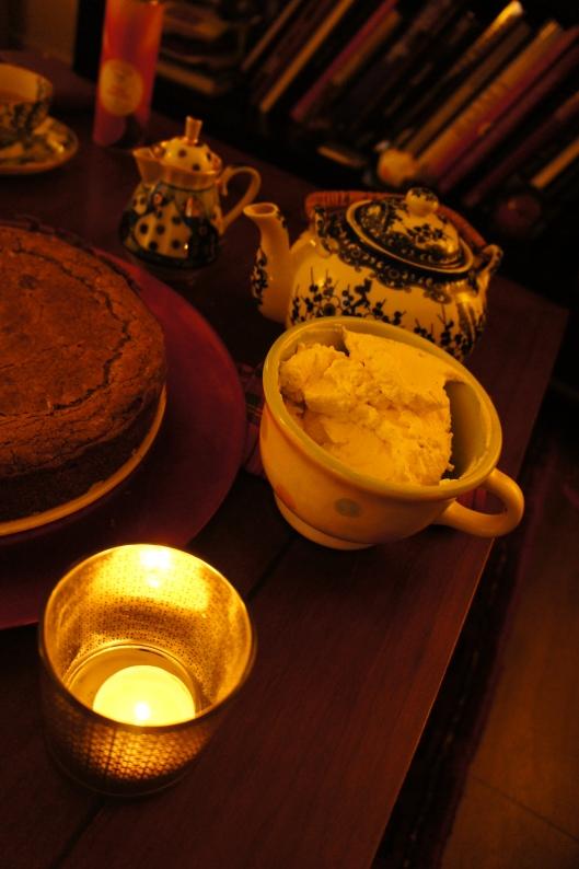 Pour accompagner ce gâteau d'hiver, de la crème fouettée avec un zeste de vanille...