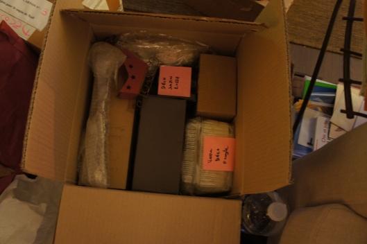 Chaque élément déco est étiqueté dans son emballage... histoire de se repérer facilement l'année prochaine...