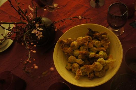Les raviolis sont frits ! Poulet, coriandre, gingembre et épices les composent...