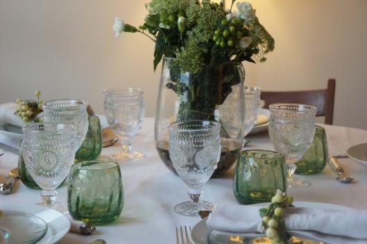 Forêt de verres... parmi eux, les Biots verts et bullés, mais aussi des petits nouveaux, des verres à pied transparents de chez Zara Home.