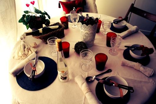 Une table en rouge, noir et blanc pour célébrer l'Alsace...