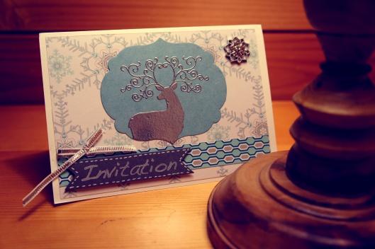 Tout d'abord, envoyer des invitations... cette année, nous avons décidé de ne pas faire dans le virtuel, mais de faire faire des vraies cartons par http://sam-scrap.over-blog.com/
