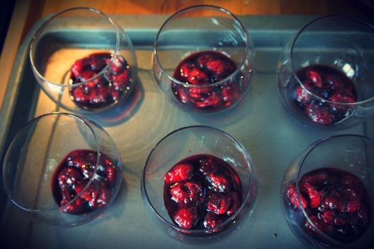 Montage : fond avec les cerises caramélisées.